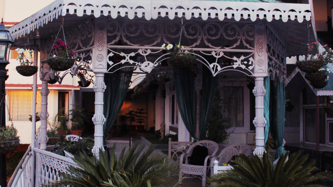 outside view of hotel mount view, best hotels in dalhousie 5