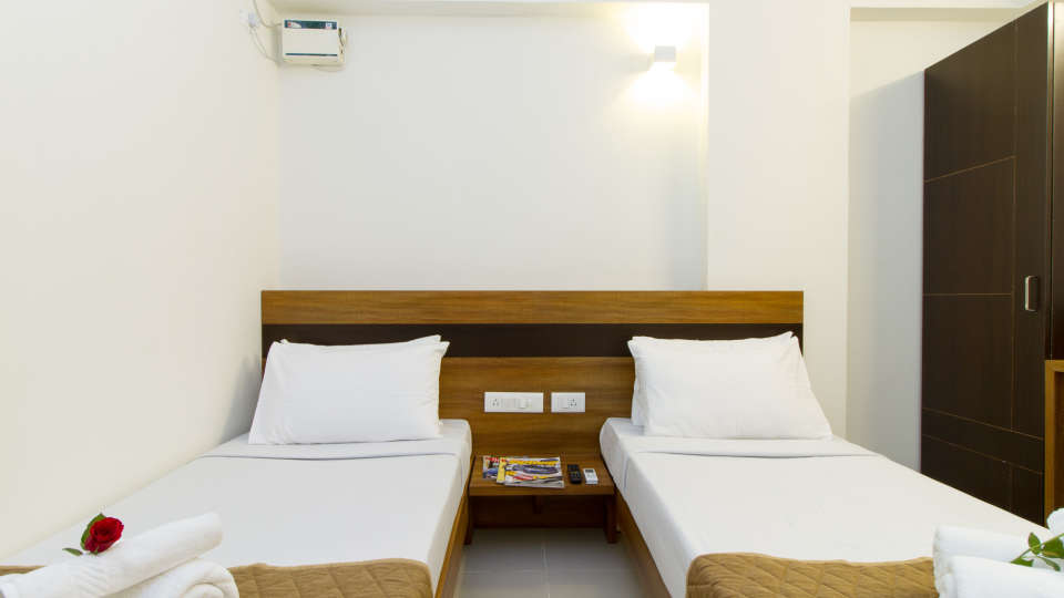 Deluxe Twin Room The Sanctum Suites in Whitefield 3