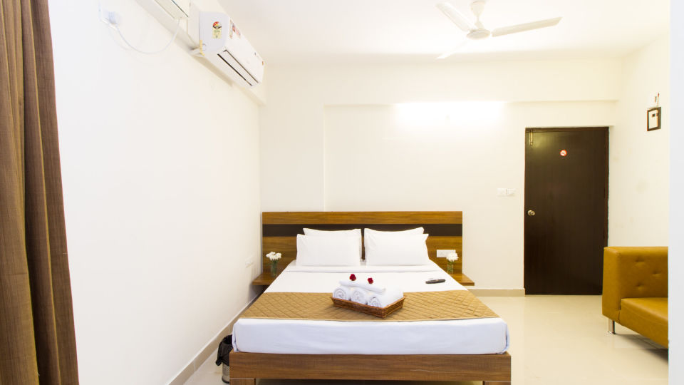 Premium Queen Room with Kitchenette The Sanctum Suites in Whitefield 4