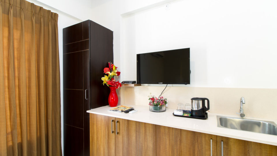 Premium Queen Room with Kitchenette The Sanctum Suites in Whitefield 1