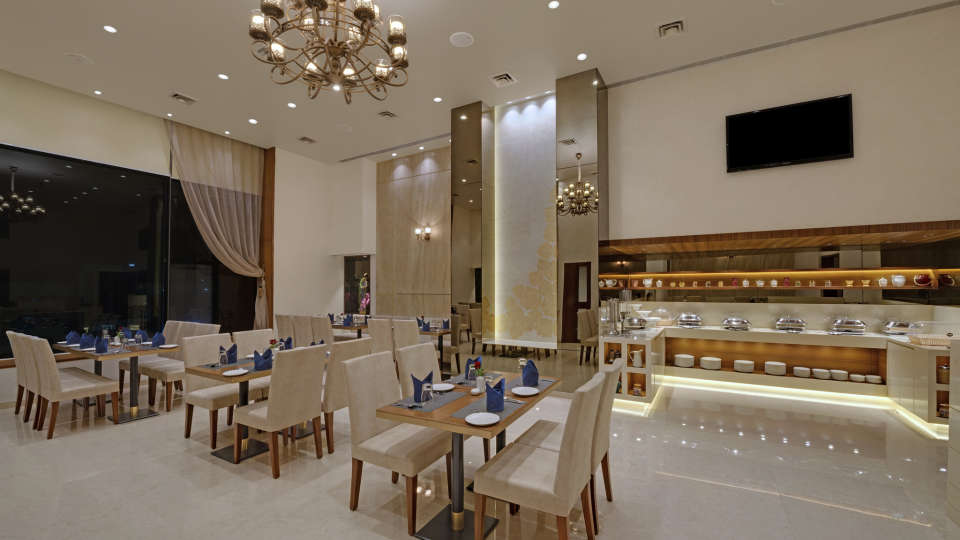 KK Beacon Hotel in RajkotRestaurant 1