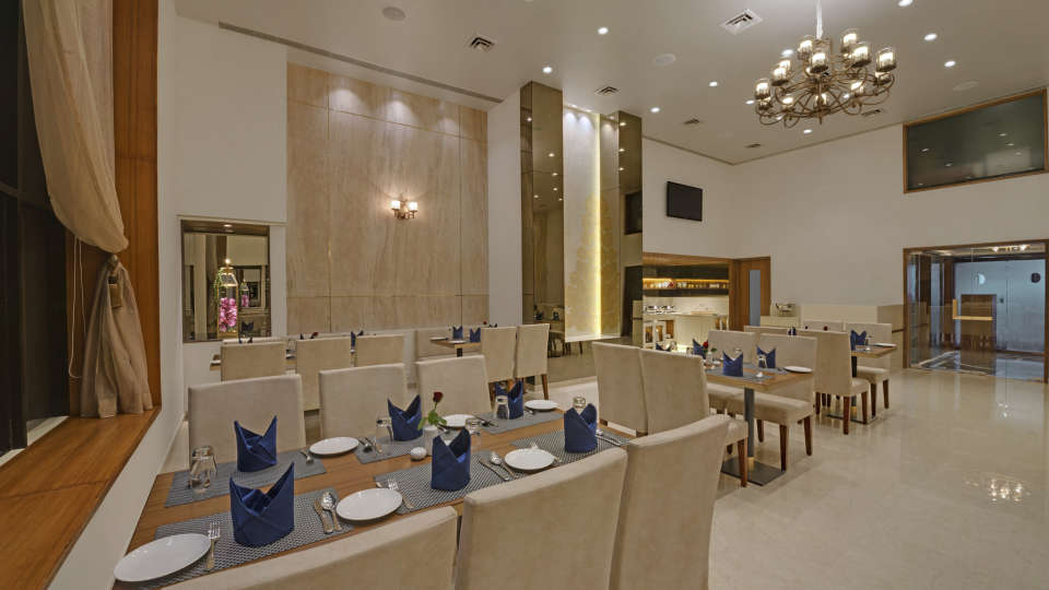 KK Beacon Hotel in RajkotRestaurant 5