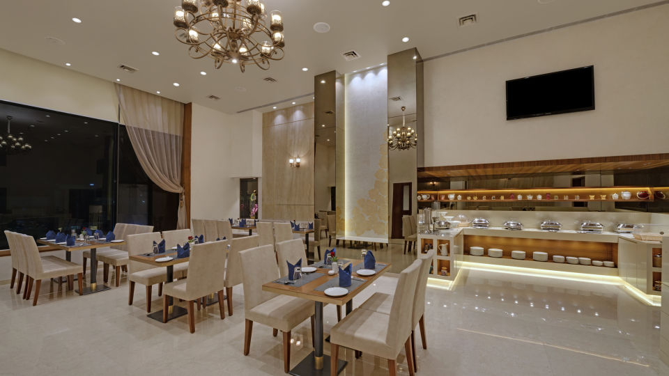 KK Beacon Hotel in RajkotRestaurant 1