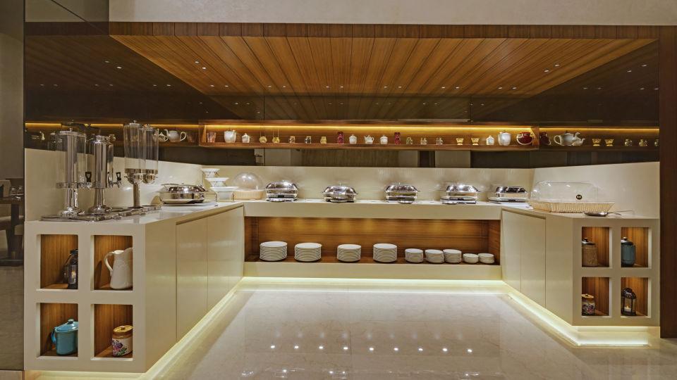 KK Beacon Hotel in RajkotRestaurant 3