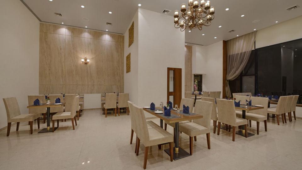 KK Beacon Hotel in RajkotRestaurant 4