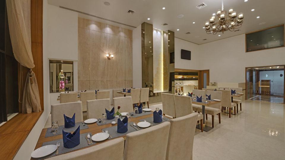 KK Beacon Hotel in RajkotRestaurant 5