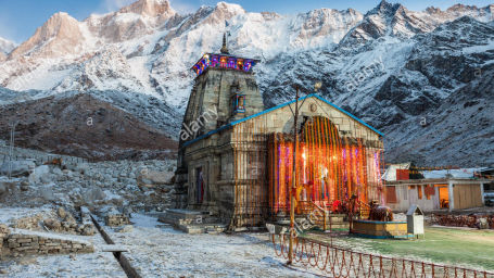 kedarnath-temple-before-sunrise-it-is-a-hindu-temple-dedicated-to-KWNXC3 Chardham Experience with Leisure Hotels