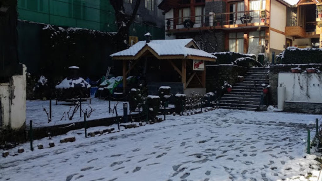 Renest River Country Resort Manali |  Lawn view in winter