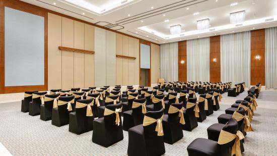 Karma Lakelands Banquet Halls in Gurgaon Board Room in Gurgaon Private Lawns in Gurgaon 4