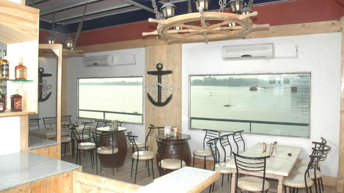 Bar in Kolkata, The Anchorage Bar in Floatel Kolkata, Hotel in Kolkata 6