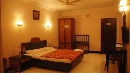 Hotel Suvarna Regency, Hassan Hassan Double Non AC at hotel suvarna regency in Hassan city
