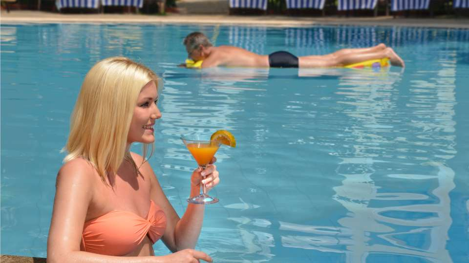 Pool, Phoenix Park Inn, Goa - A Carlson Brand Managed by Sarovar Hotels, goa resorts near candolim 1