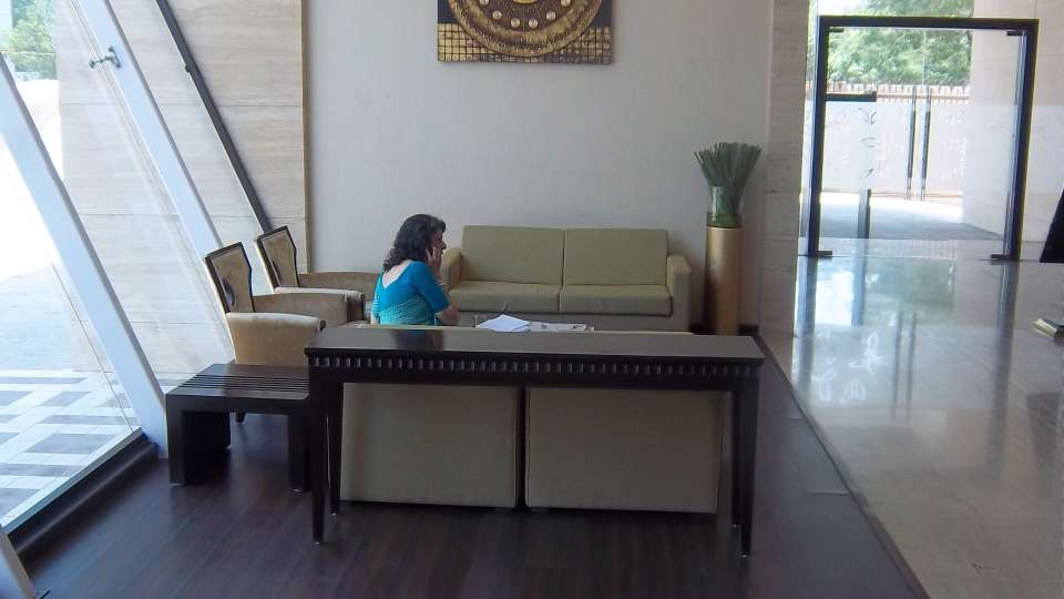 Reception Lobby at Hotel Majestic Court Sarovar Portico Navi Mumbai 3