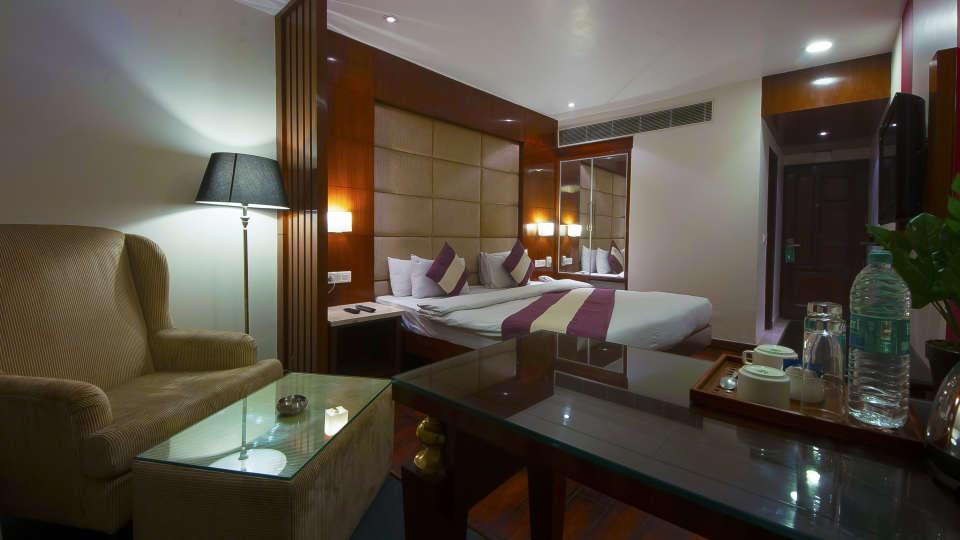 Hotel Rooms in New Delhi, Premium Rooms at Hotel Aura Paharganj 2