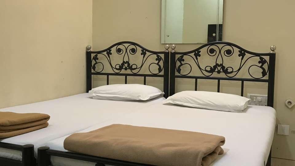 Standard Double Rooms - Kohinoor Lodge - Dadar Mumbai 3