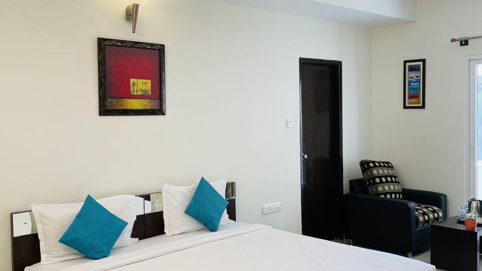 Deluxe Queen Room with Balcony4
