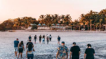 people-walking-on-beach-3853977