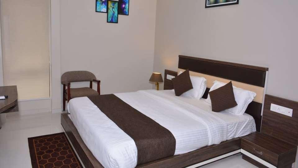 Deluxe Room VITS Aradana Bhavnagar Rooms in Bhavngar 4