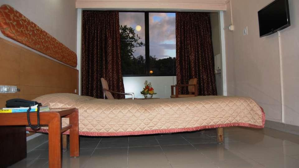 Hotel Raviraj, Pune Pune deluxe double room hotel raviraj pune 3