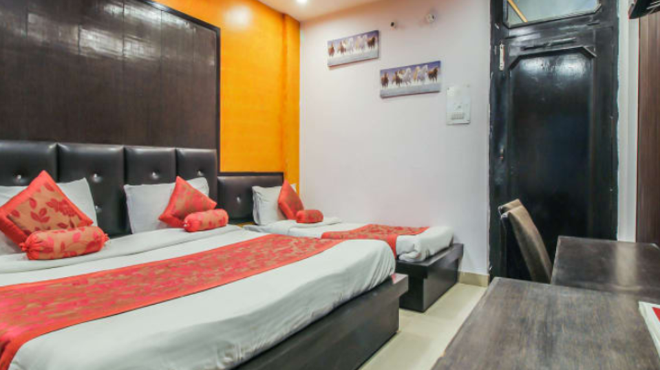 DELUXE TRIPLE BED AC 2