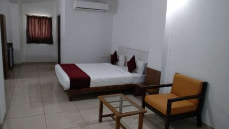 Deluxe Room at Hotel Ashray Inn Express Ahmedabad Airport 4