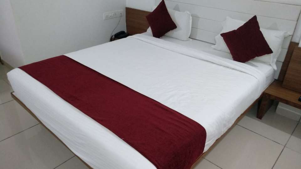 Deluxe Room at Hotel Ashray Inn Express Ahmedabad Airport 1