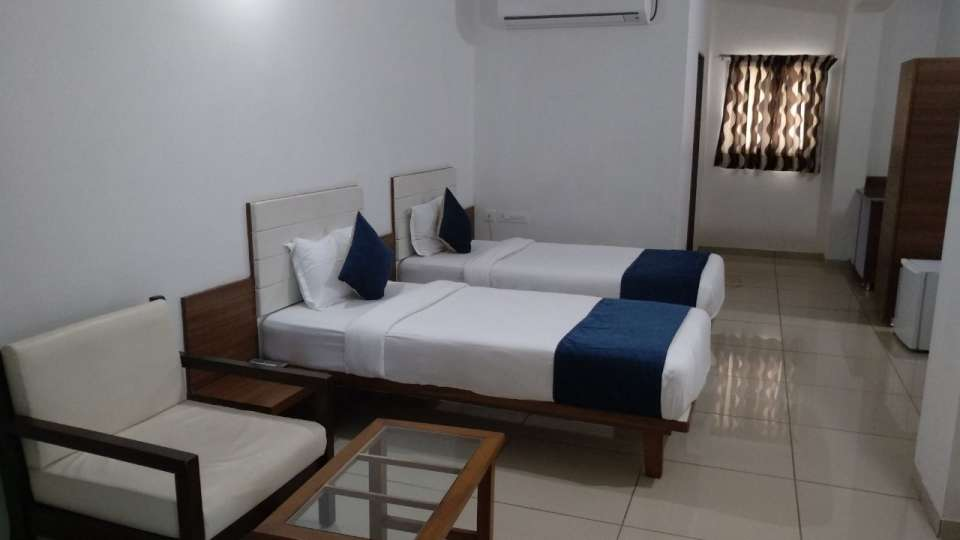 Deluxe Room at Hotel Ashray Inn Express Ahmedabad Airport 2