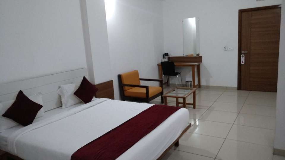 Deluxe Room at Hotel Ashray Inn Express Ahmedabad Airport 3