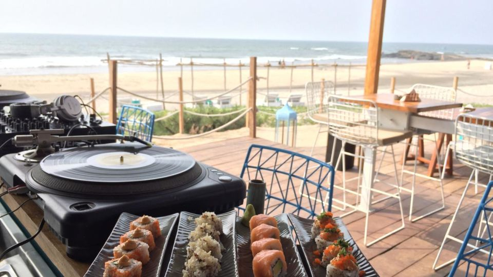 Restaurant in Morjim, Living Room Beach Resort 7