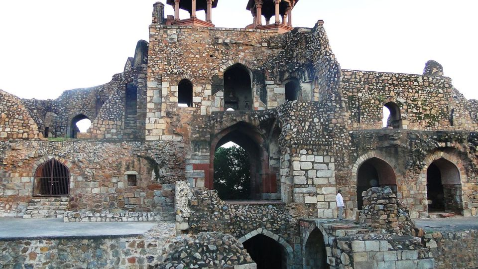 Purana Qila Delhi,  Hotel Sarovar Portico Naraina