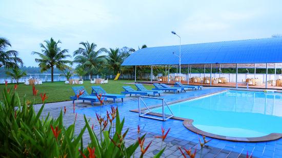 Renai Blue Waters Cherai Resort 11
