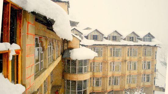 The Manali Inn Hotel Building Snow
