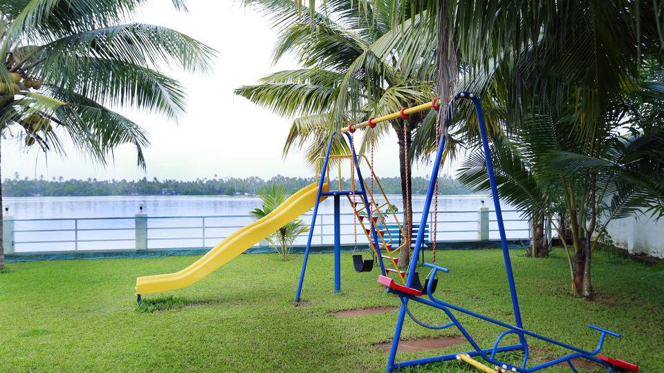 Renai Blue Waters Cherai Resort 17