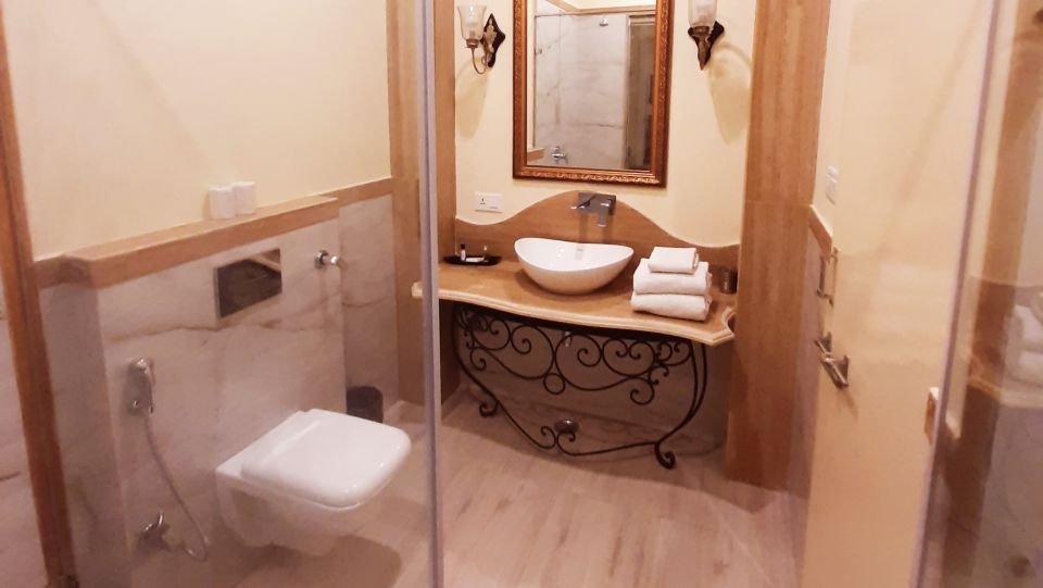 Room Type - Luxury Rooms Bathrooms
