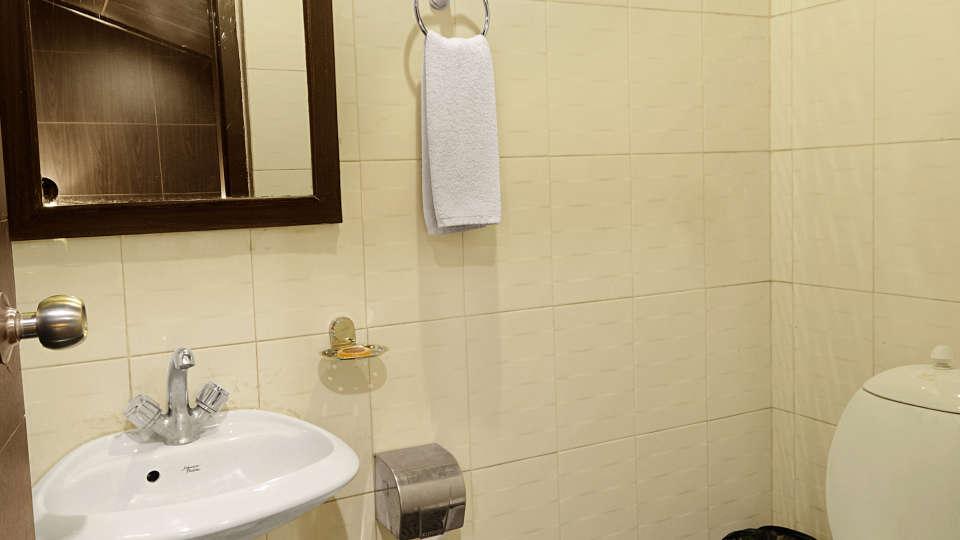 Quality Inn & Suites River Country Resort  Manali Pelican(Suite) Quality Inn Suites River Country Resort Manali 4