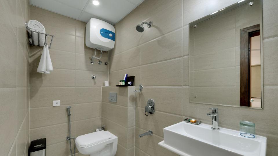 Avins Beacon Hotel in Udaipur Deluxe Room Bathroom