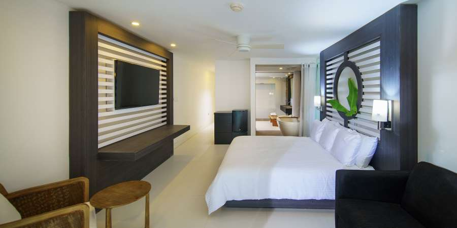 alt-text Sky Club Ocean View Spa Suite, S Hotel Jamaica, Accommodation in Montego Bay 3