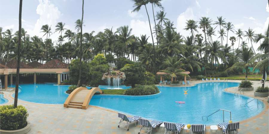 alt-text Swimming Pool at The Retreat Hotel and Convention Centre Madh Island, Mumbai makes it a great weekend getaway from Mumbai