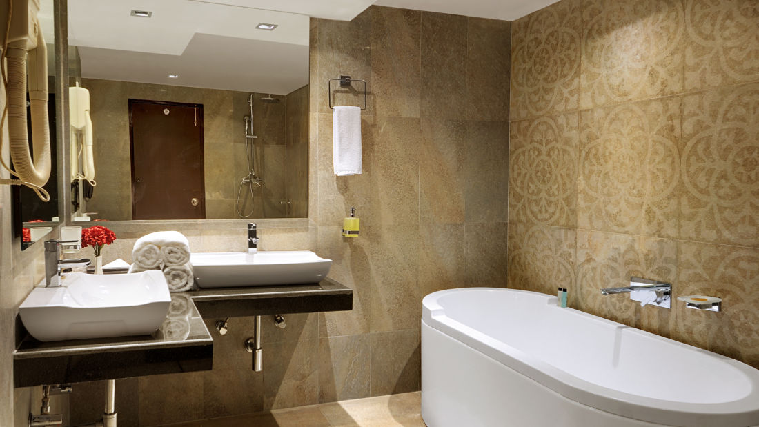 Renest River Country Resort  Manali Deluxe Suite Bathroom