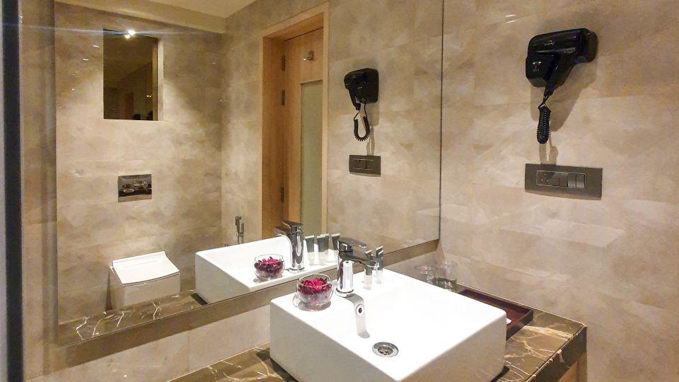 Deluxe Room - Bathrom 1