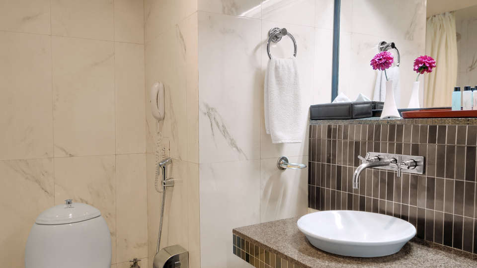 Quality Inn & Suites River Country Resort  Manali Pelican(Suite) Quality Inn Suites River Country Resort Manali 7