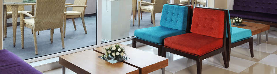 Lobby at Hometel Chandigarh, Hotels near Chandigarh Railway Station 4