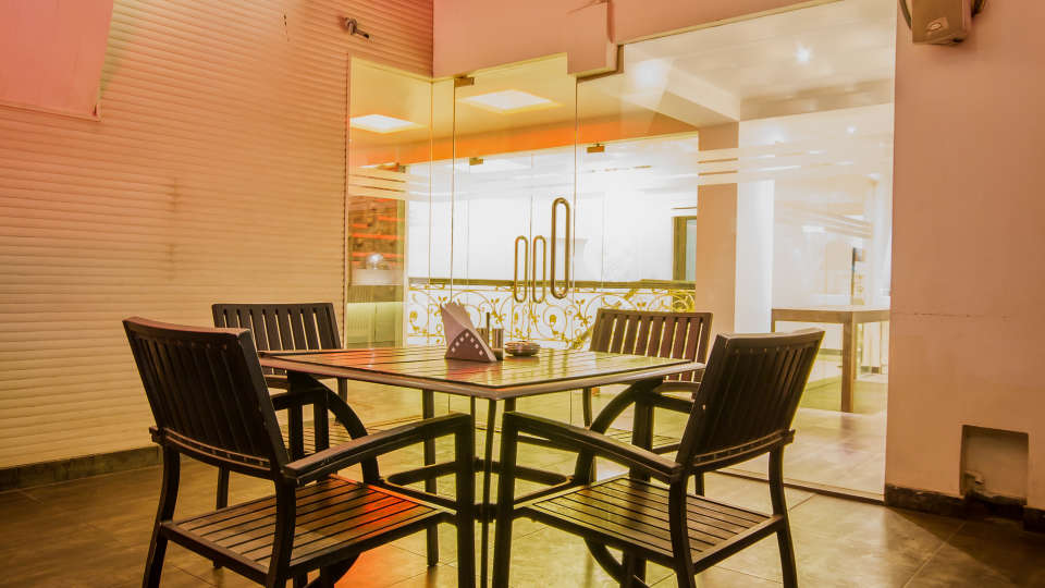 The Grand Lounge Grand Godwin New Delhi 11