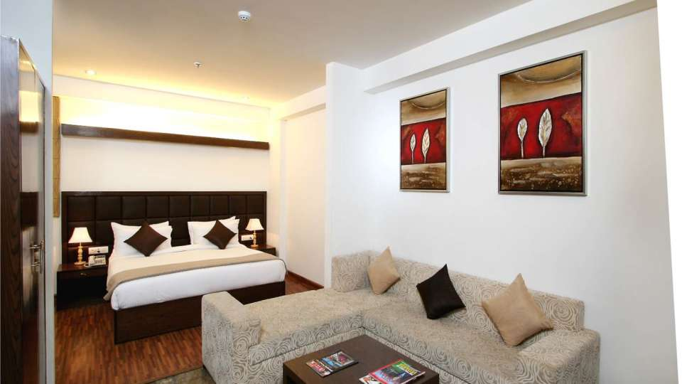 Exective Suites Taurus Sarovar Portico New Delhi 1