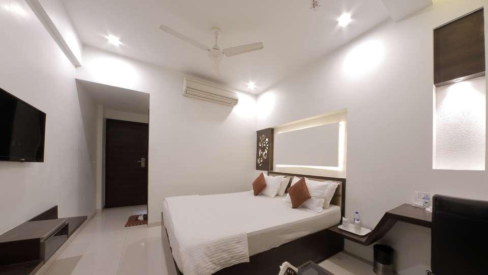 Hotel Summit, Ahmedabad Ahmedabad  T8 1585