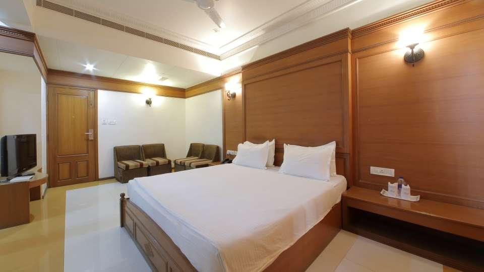 Hotel Summit, Ahmedabad Ahmedabad  T8 1623