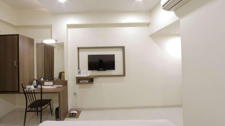 Hotel Summit, Ahmedabad Ahmedabad  T8 1645