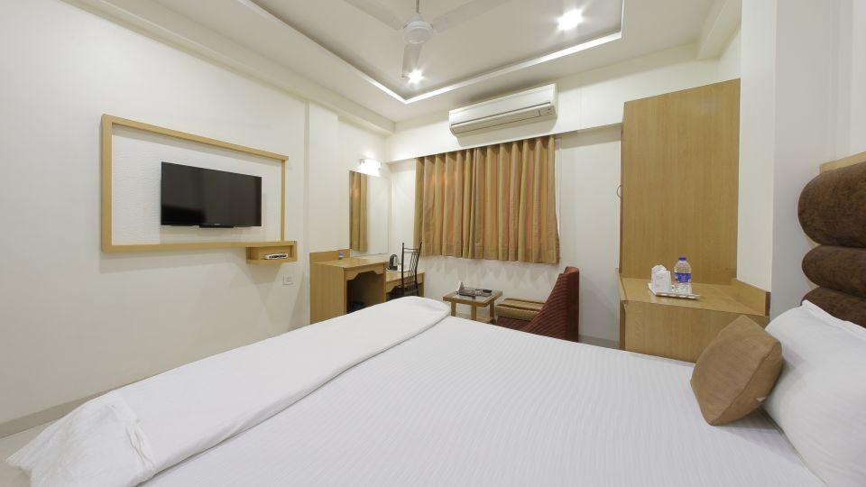 Hotel Summit, Ahmedabad Ahmedabad  T8 1613