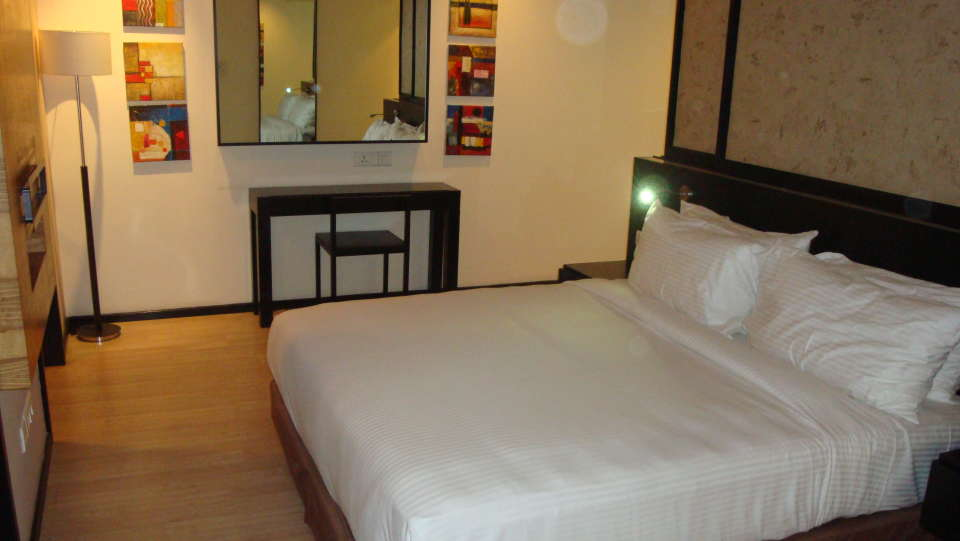 Deluxe Rooms at Davanam Sarovar Portico Bangalore, Hosur Hotels in Bangalore 1