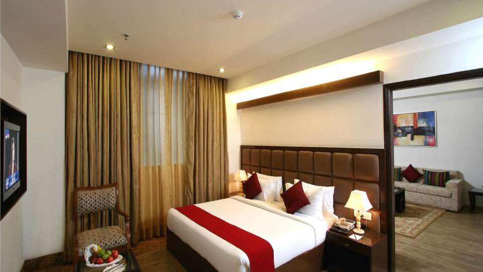 Executive Rooms Taurus Sarovar Portico New Delhi 2